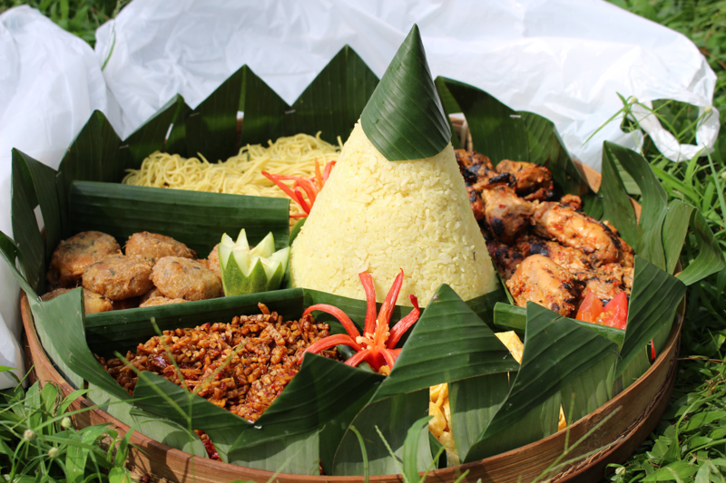Tumpeng provided by @omah_sehat
