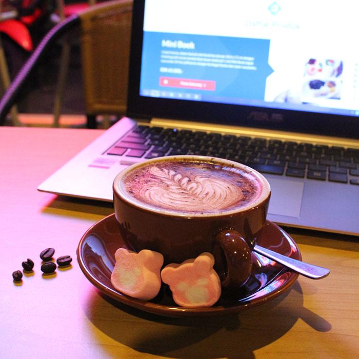 Waktu santai nongkrong di Cafe, dengan partner Zenbook UX32A